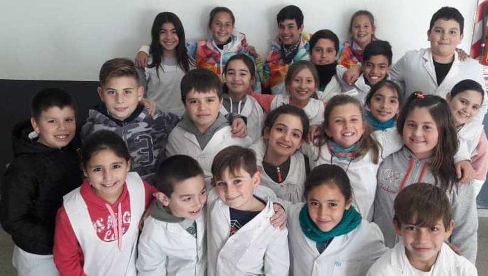 Educandos de la Escuela de Educación Primaria Nº 35 que participan del Mateclubes.
