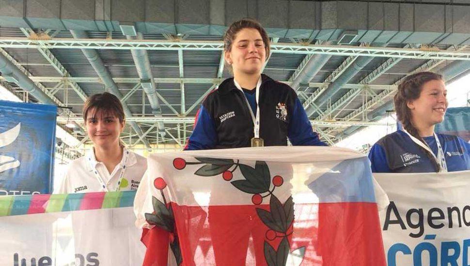 Brisa Díaz  (izquierda), medalla de plata.
