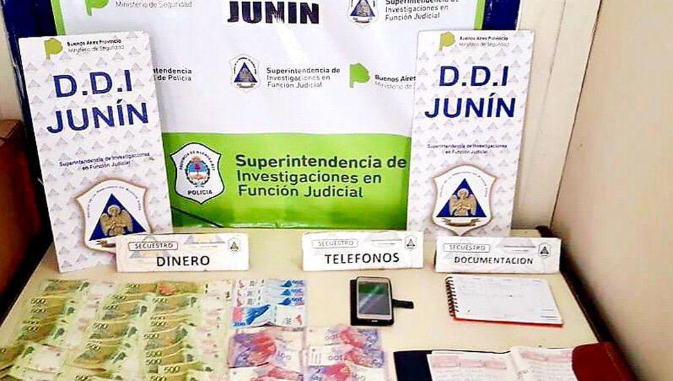 Se secuestraron celulares, dinero y elementos valiosos para la investigación del hecho.