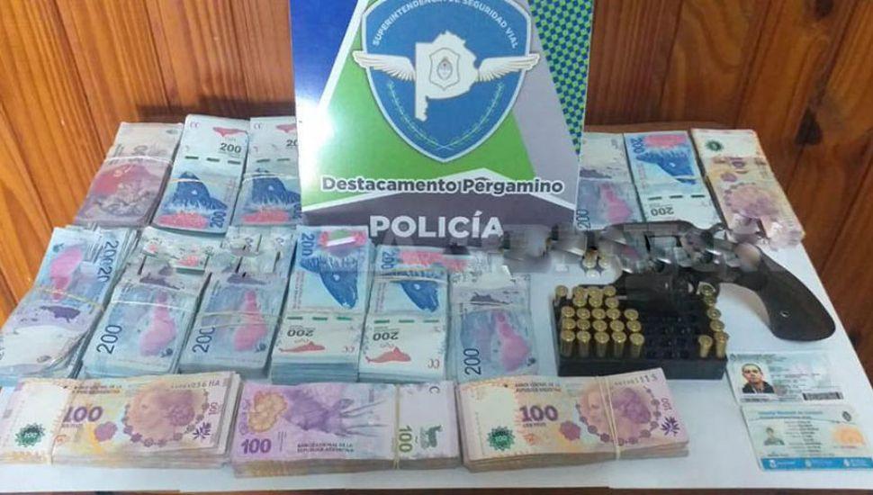 Fue interceptado en la Ruta 188 con un arma de guerra y 250 mil pesos