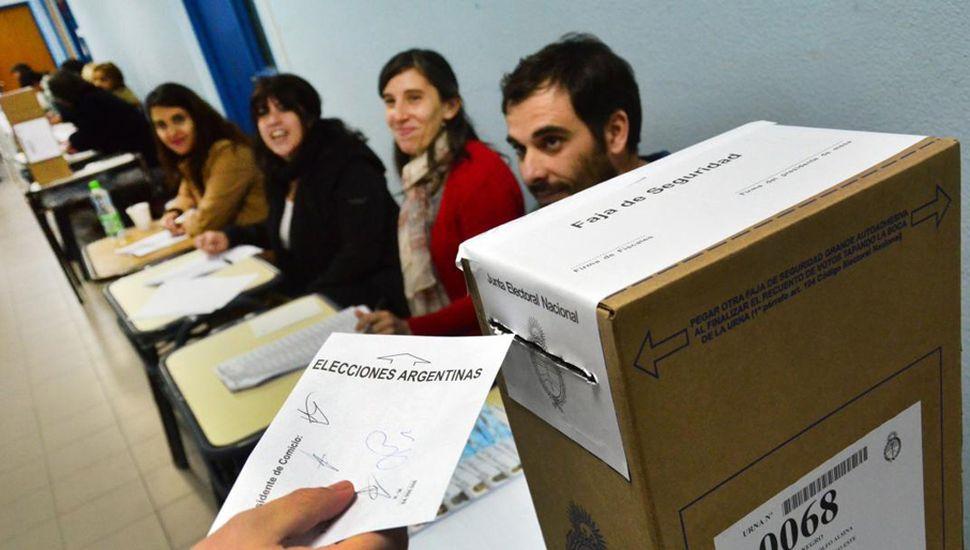 La elección primaria de este domingo, polarizada entre Alberto Fernández y Mauricio Macri, puede marcar una tendencia sobre el resultado que tendrán los comicios de octubre.