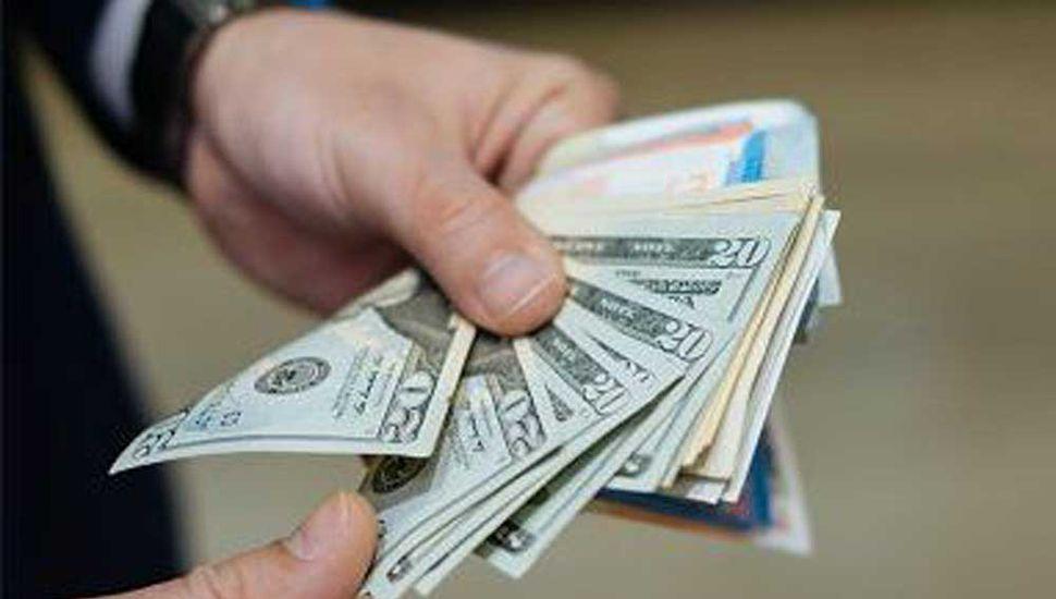El dólar bajó a un promedio de $45,88