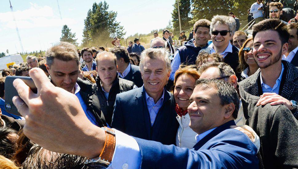 Mauricio Macri junto al gobernador de Río Negro, Alberto Weretilneck.