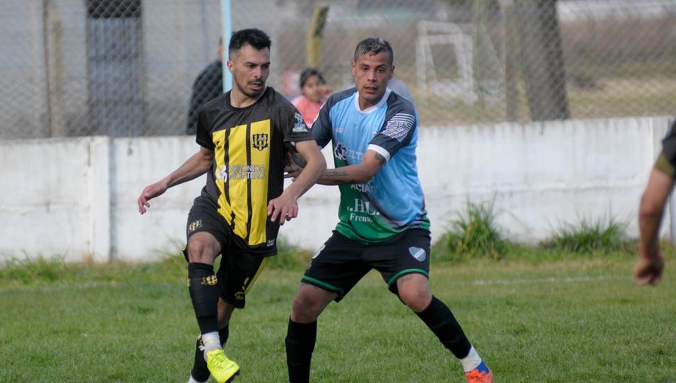 Brian Quevedo con el balón, el atacante es clave en la ofensiva de La Loba.