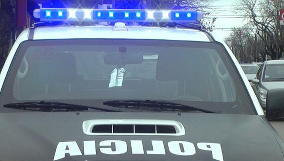 Violenta entradera en Rojas: cuatro delincuentes prófugos
