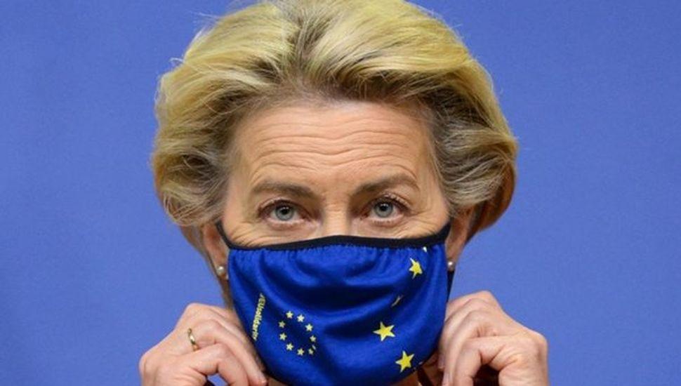 Presidenta del Ejecutivo de la UE dio negativo, pero se aisló por contacto con un enfermo