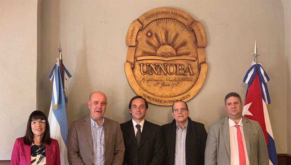 El embajador cubano visitó la sede Junín de la Unnoba