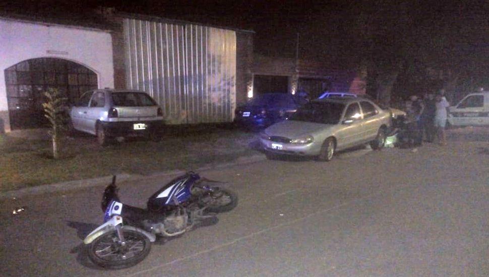 El siniestro se produjo entre dos motos (la del fallecido y otra conducida por un amigo, que resultó herido) y un Ford Mondeo.