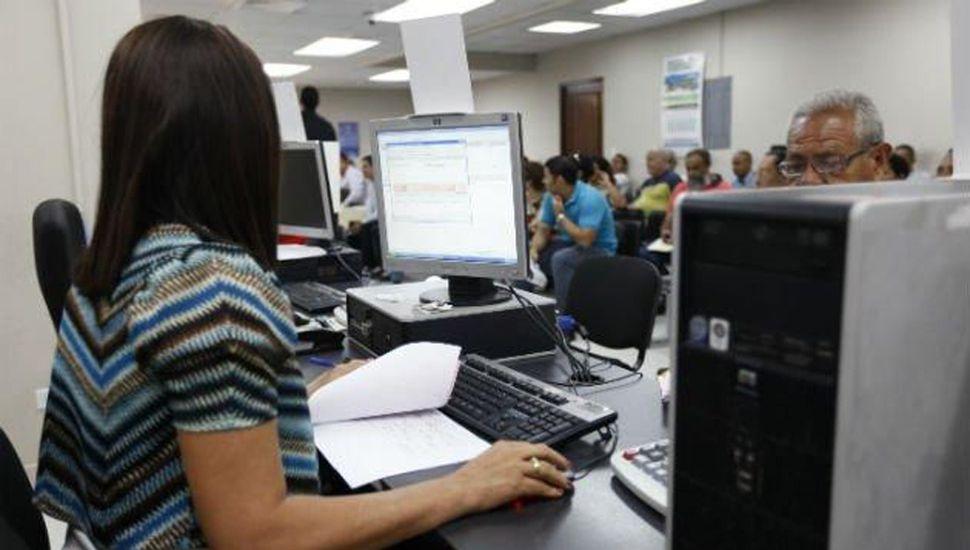 La administración vidalista apunta a reducir la planta de personal con retiros voluntarios.