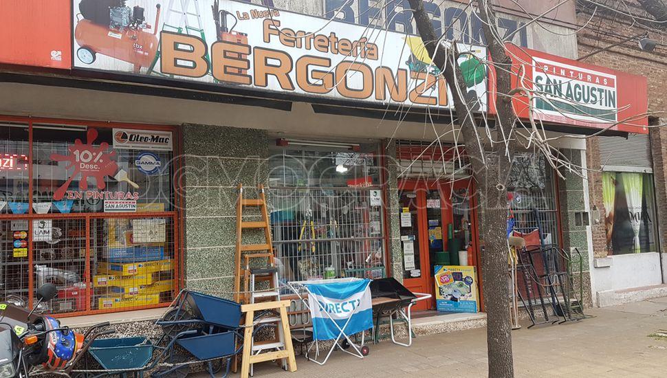 Frente de La Nueva Ferretería Bergonzi.