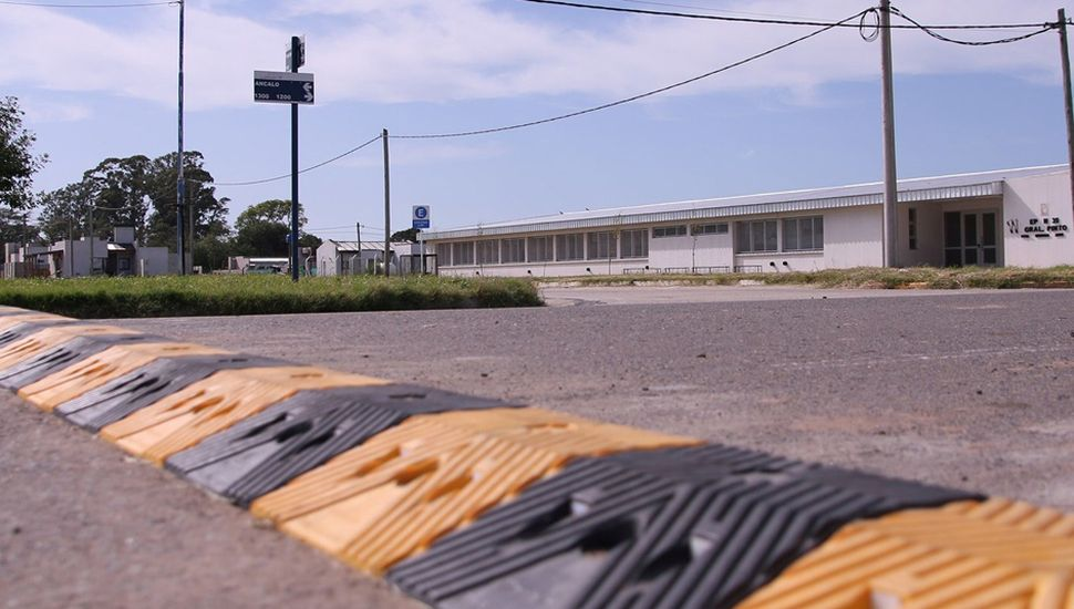 Los reductores de velocidad se colocaron frente a los centros educativos de Ruta General Pinto-Germania y avenida Ancaloo.