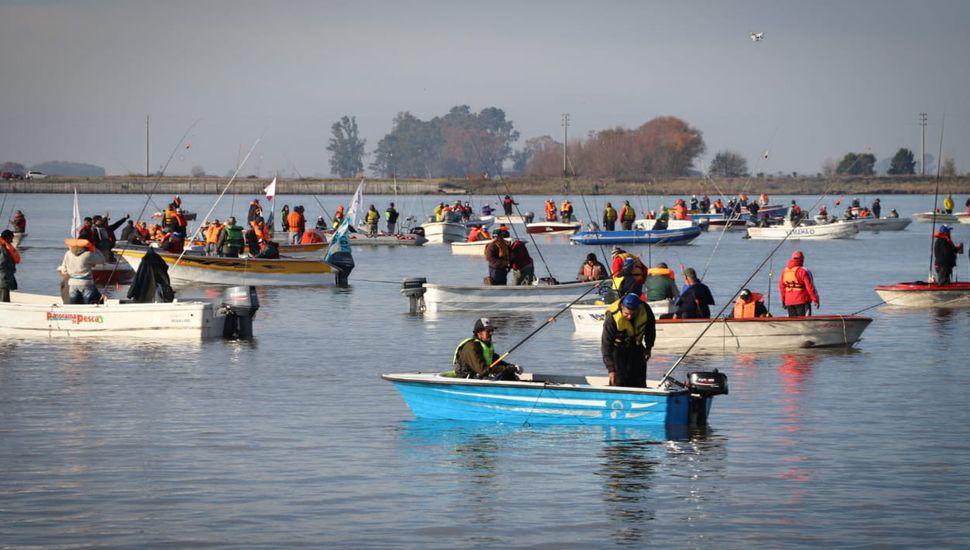 Más de 500 pescadores participaron de la Fiesta del Pejerrey
