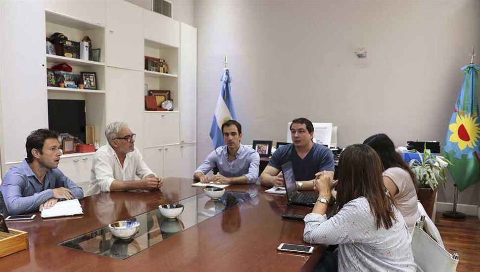 Se realizó una reunión en el despacho del Intendente.