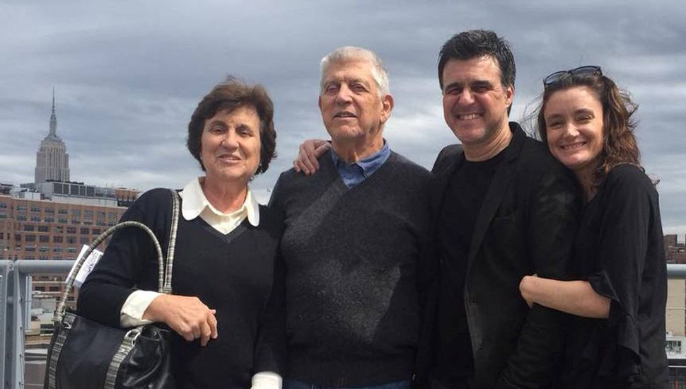 Ignacio Ciocchini junto a su esposa y a sus padres, en una visita a Estados Unidos.