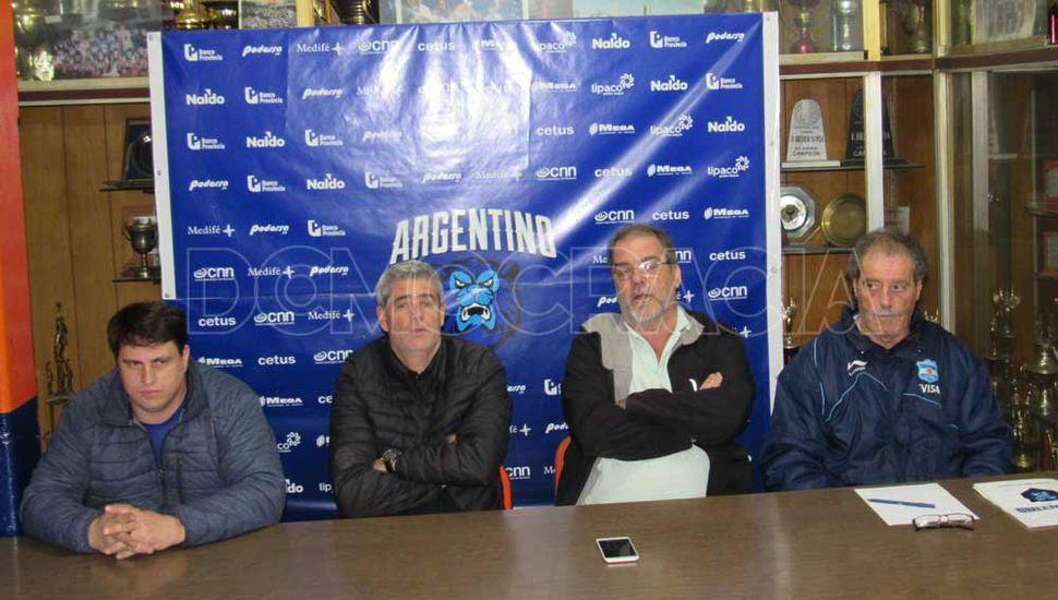 Joaquín Marcaccio, Marcelo Velazco, Germán Lambrisca y Daniel Poggi, anoche en la asamblea.