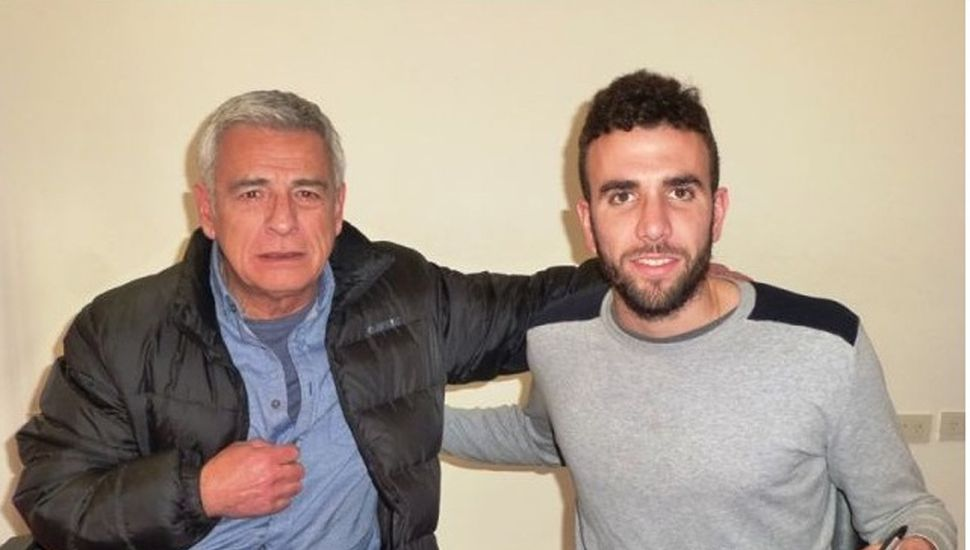 Renzo Spinaci, en la firma del contrato.