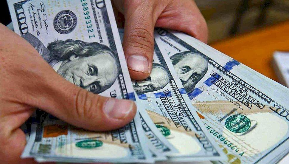 Dólar blue alcanzó los  $120 y el riesgo país superó los 4.000 puntos