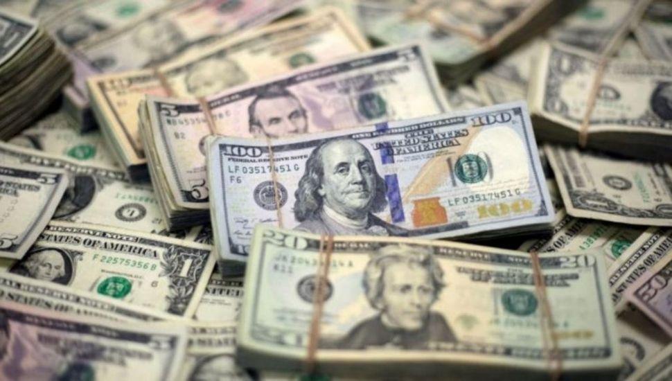 El dólar cerró a $63,08 y baja el contado con liquidación