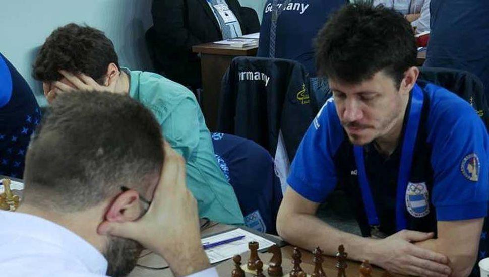 Diego Flores entabló ayer con el gran maestro egipcio Bassem Amín, para mantenerse invicto en la Olimpíada de Batumi, con 3 ½ puntos en cuatro rondas que disputó.