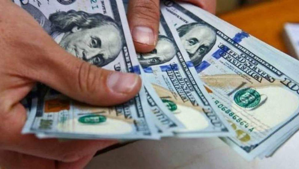 El arreglo hundió al dólar: el blue bajó $8 y promedia los $128