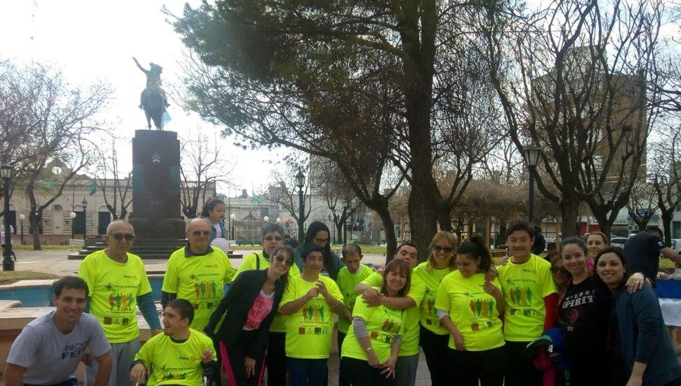 Concurrentes del Centro de Día participaron de la maratón solidaria junto a sus familiares.
