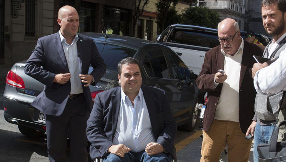 La conducta de Jorge Triaca  es un caso más de malos manejos que ponen en riesgo la credibilidad del Gobierno, malos manejos que valen tanto para el ministro de Trabajo como para la exculpación del jefe de Gabinete, Marcos Peña.