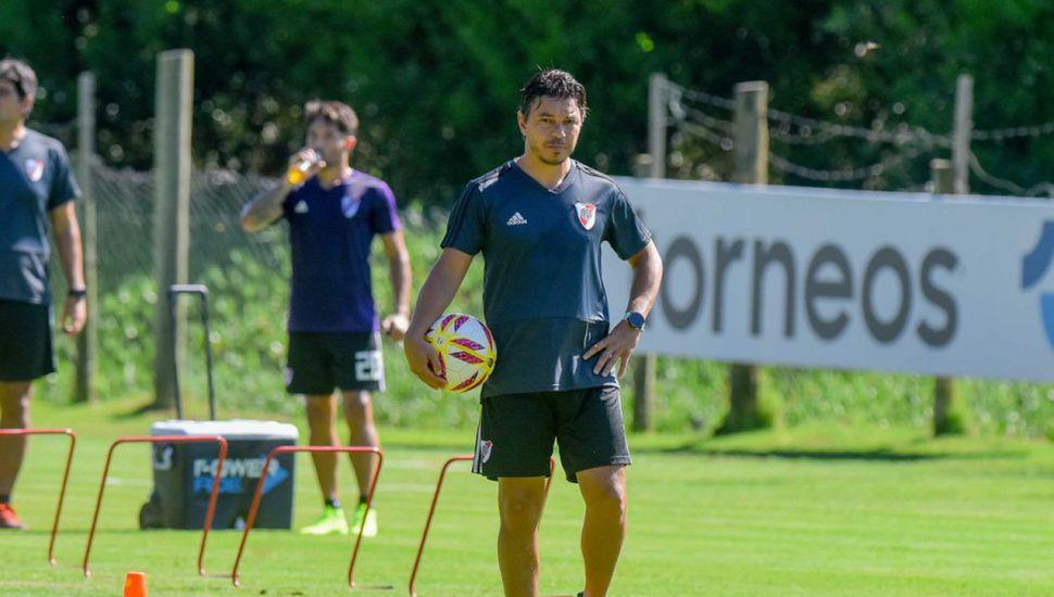 River se entrenó en Maldonado y  mañana el plantel regresa al país