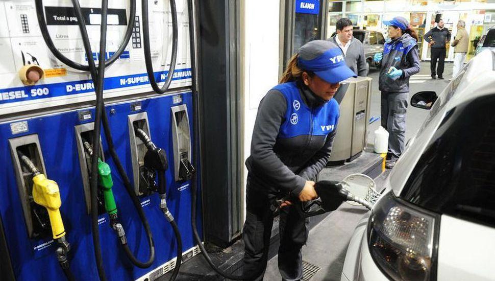 Desde mañana, otra vez volvería a aumentar la nafta