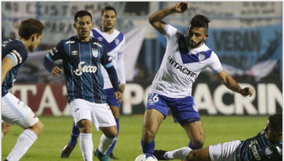 Con Freitas y Álvarez entre los titulares, Atlético Tucumán viaja a Santa Fe para enfrentar a Vélez Sarsfield.