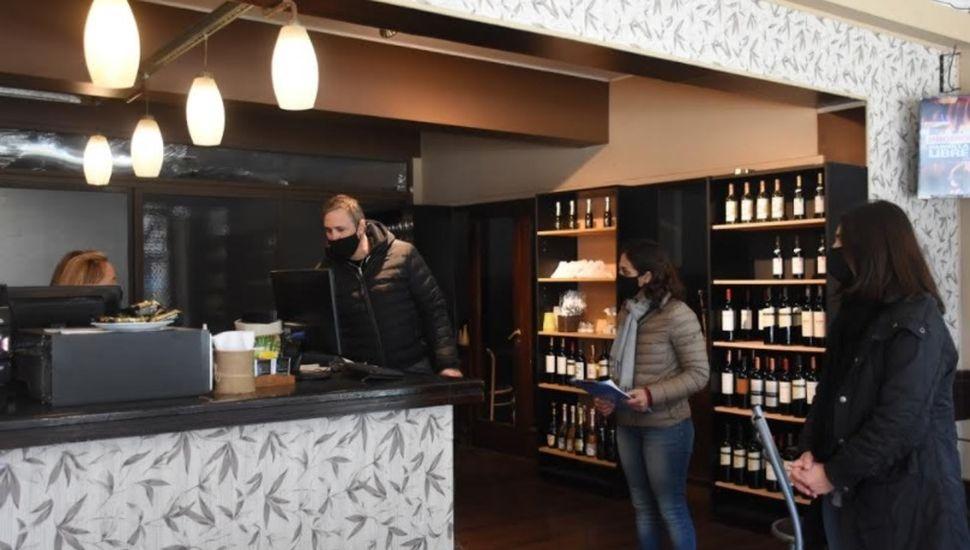 Autoridades recorrieron locales gastronómicos en Chacabuco