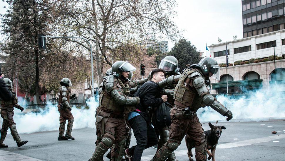 Las fuerzas estatales reprimieron con violencia el estallido social en Chile.