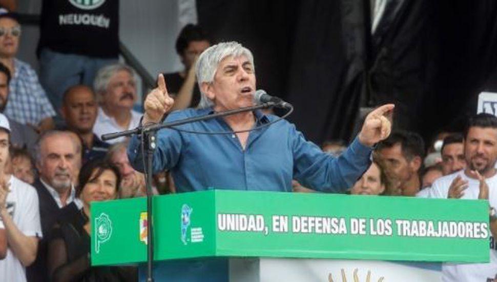 Moyano dijo que está dispuesto a reunirse con Macri pero Marcos Peña descartó un encuentro