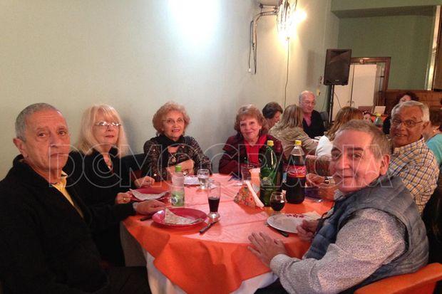 Concurrido almuerzo en el Club de los Abuelos