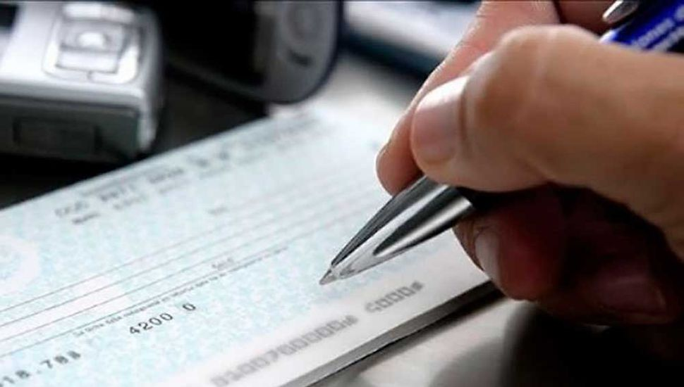 Eximen del impuesto al cheque a fondos que financien pymes