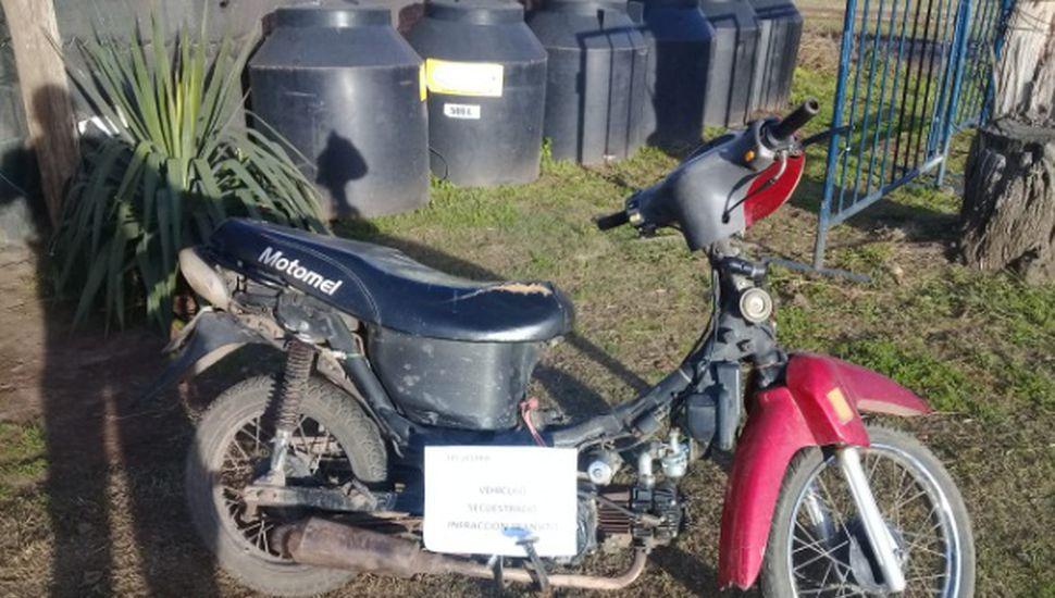 Aprehenden a una joven de 17 años por circular en una moto robada