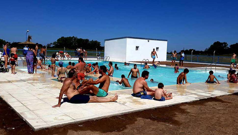 Buen número de bañistas en la jornada inaugural de la pileta anhelada por los iriartenses.