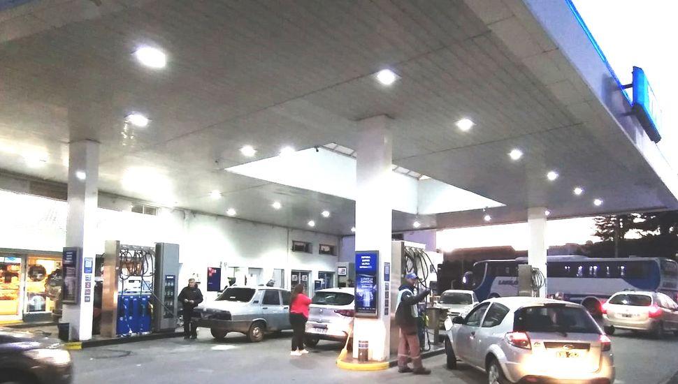 El congelamiento del precio de combustibles saldrá por resolución sin consenso con las petroleras