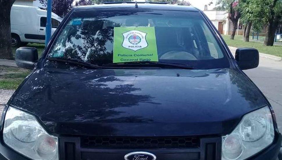 La camioneta Ford Ecosport negra secuestrada por personal policial de Coronel Granada.