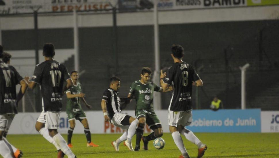 Sarmiento lo dio vuelta y goleó 4 a 1 a Gimnasia de Mendoza