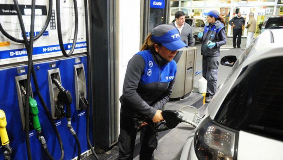 El precio de combustibles acumula un atraso del 38%