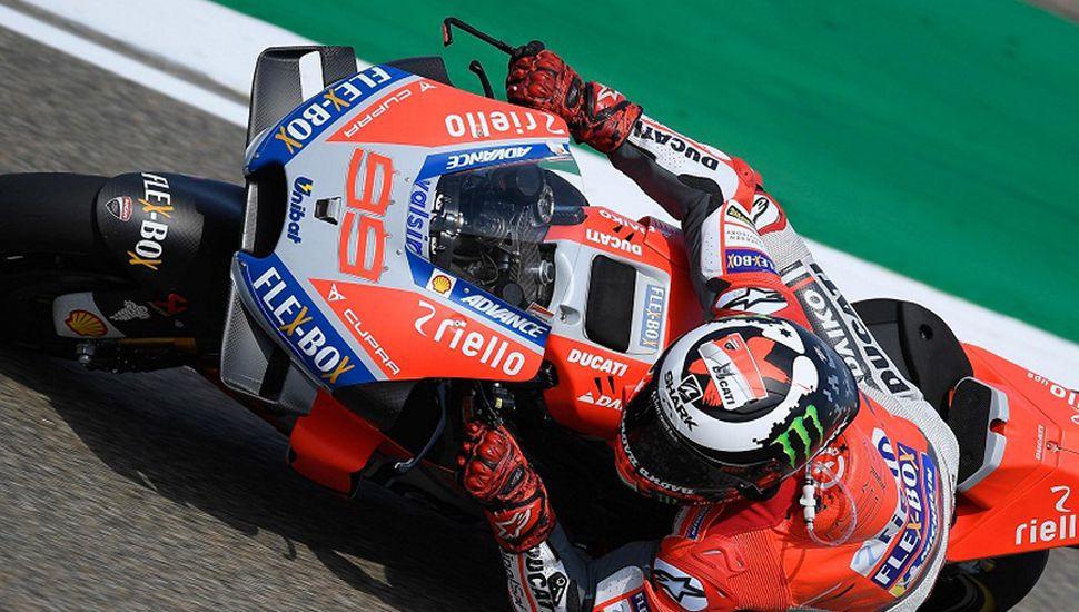 Jorge Lorenzo hizo con su Ducati el mejor tiempo para la carrera de MotoGP de hoy, en Aragón (España).