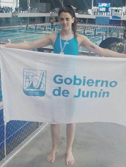 La nadadora juninense Soledad Vergani ganó dos medallas en el Argentino Master para Federados.