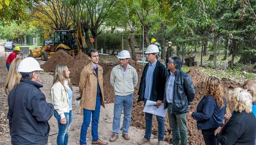 En campaña, el intendente Pablo Petrecca recorre obras de infraestructura.