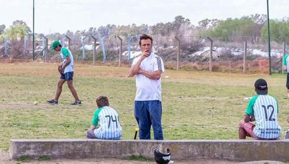 La Liga de sóftbol de Junín se afianza, con la participación de equipos locales y de la región.