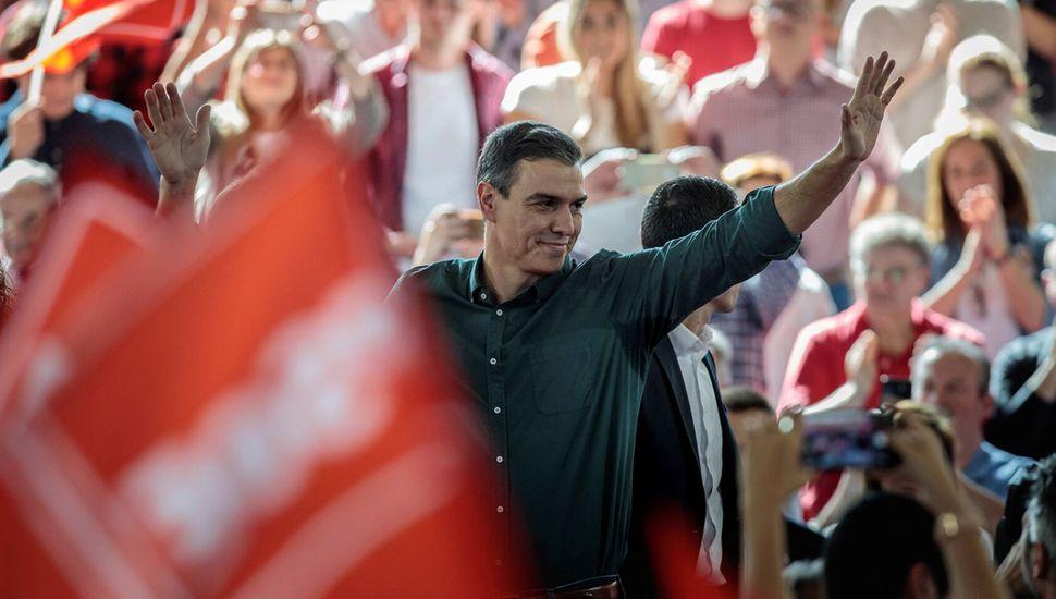 Pedro Sánchez, del Partido Socialista Español, es el favorito.