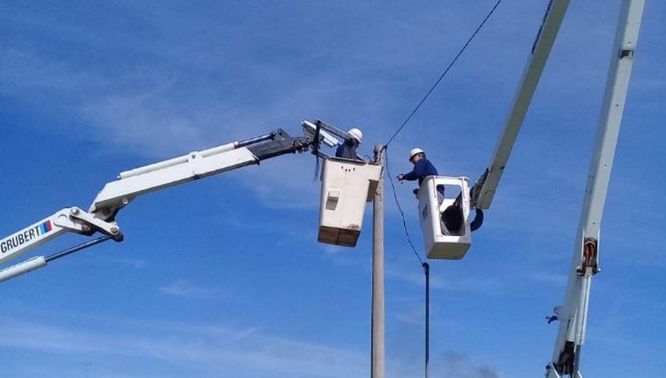 Colocan 20 nuevos brazos de luminaria en La Trinidad