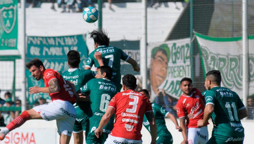 """El 31 de agosto pasado, Sarmiento venció a San Martín de Tucumán en el """"Eva Perón"""", único traspié de los """"Cirujas"""" en el torneo."""