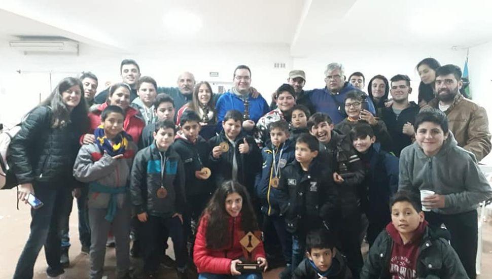 Los trebejistas y acompañantes de la delegación de la Escuela Municipal de Junín que viajaron a Saladillo.