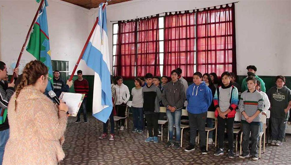 Alumnos de primer año de la Secundaria 17 juraron su compromiso por el medio ambiente.
