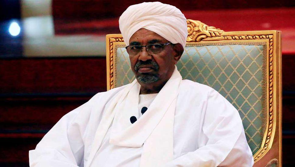 El presidente de Sudán fue destituido y quedó bajo arresto domiciliario
